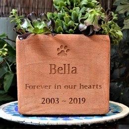 Pet Memorials - Stones, Plaques, Garden Urns & Picture Frames - Buy